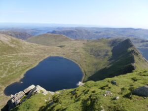 Helvellyn_summit_of_Red_Tarn_Striding_